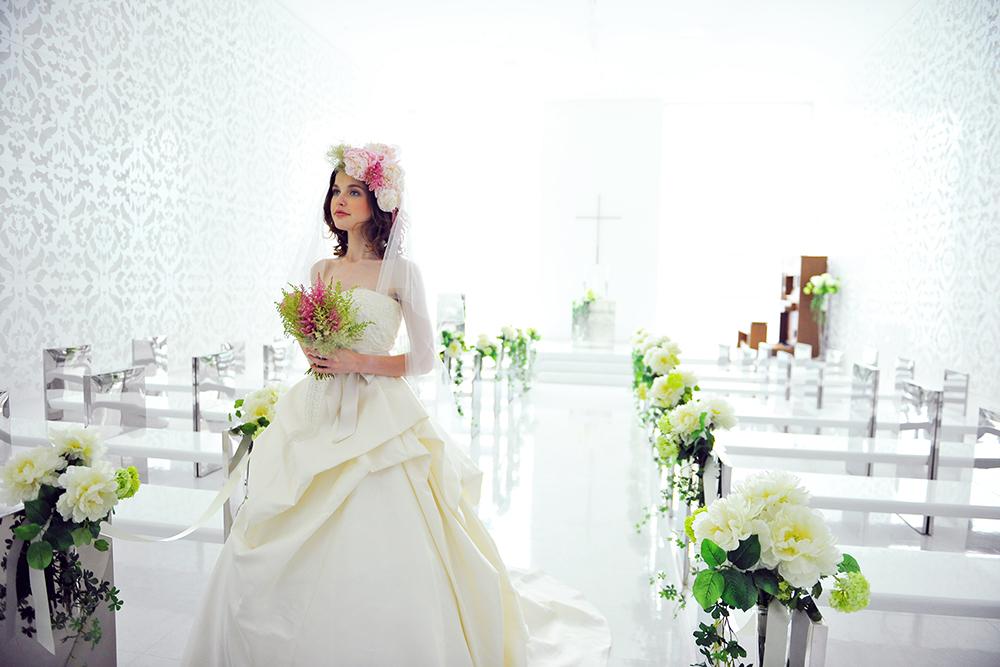 Photographer  KOICHI IMABAYASHI  Art Direction  Rie Waki  Flower Decoration  Satoko Hayashi  Model  Agata